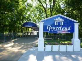 The entrance to Graceland from the car park